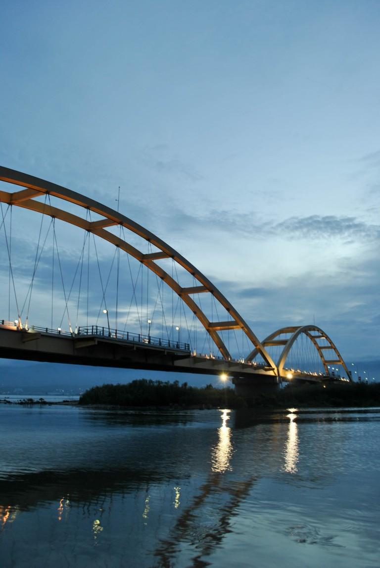Jembatan Ponulele Dari Arah Kanan Taman Ria